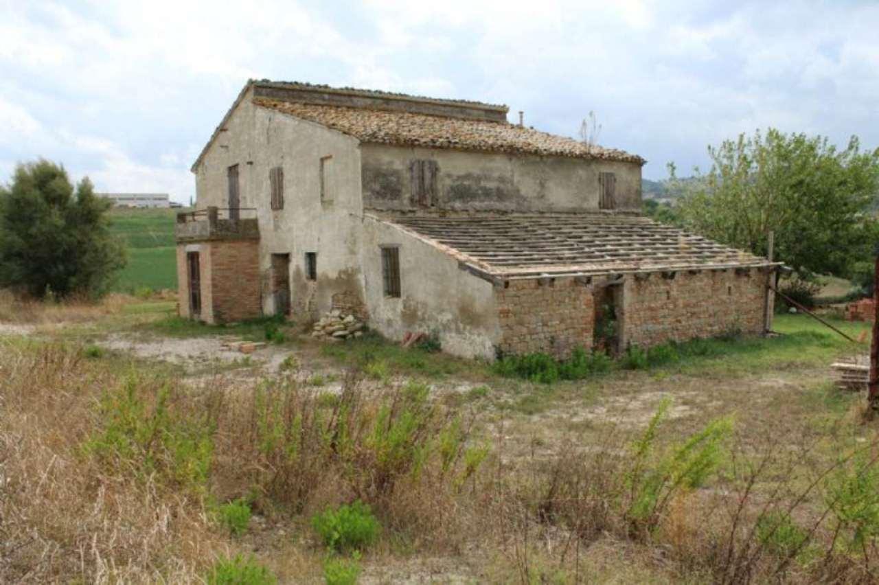 Rustico / Casale in vendita a Montegridolfo, 22 locali, prezzo € 400.000 | CambioCasa.it