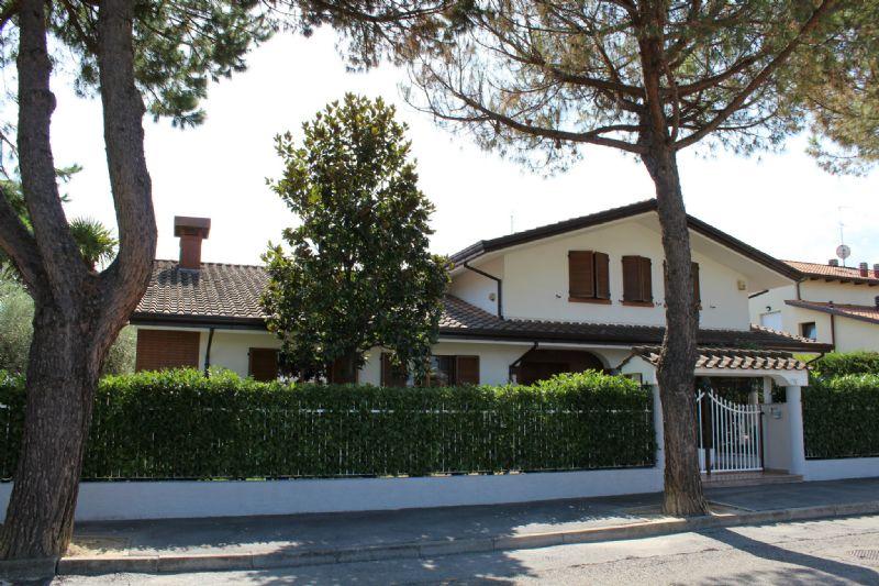 Villa in vendita a Misano Adriatico, 13 locali, prezzo € 900.000 | Cambio Casa.it