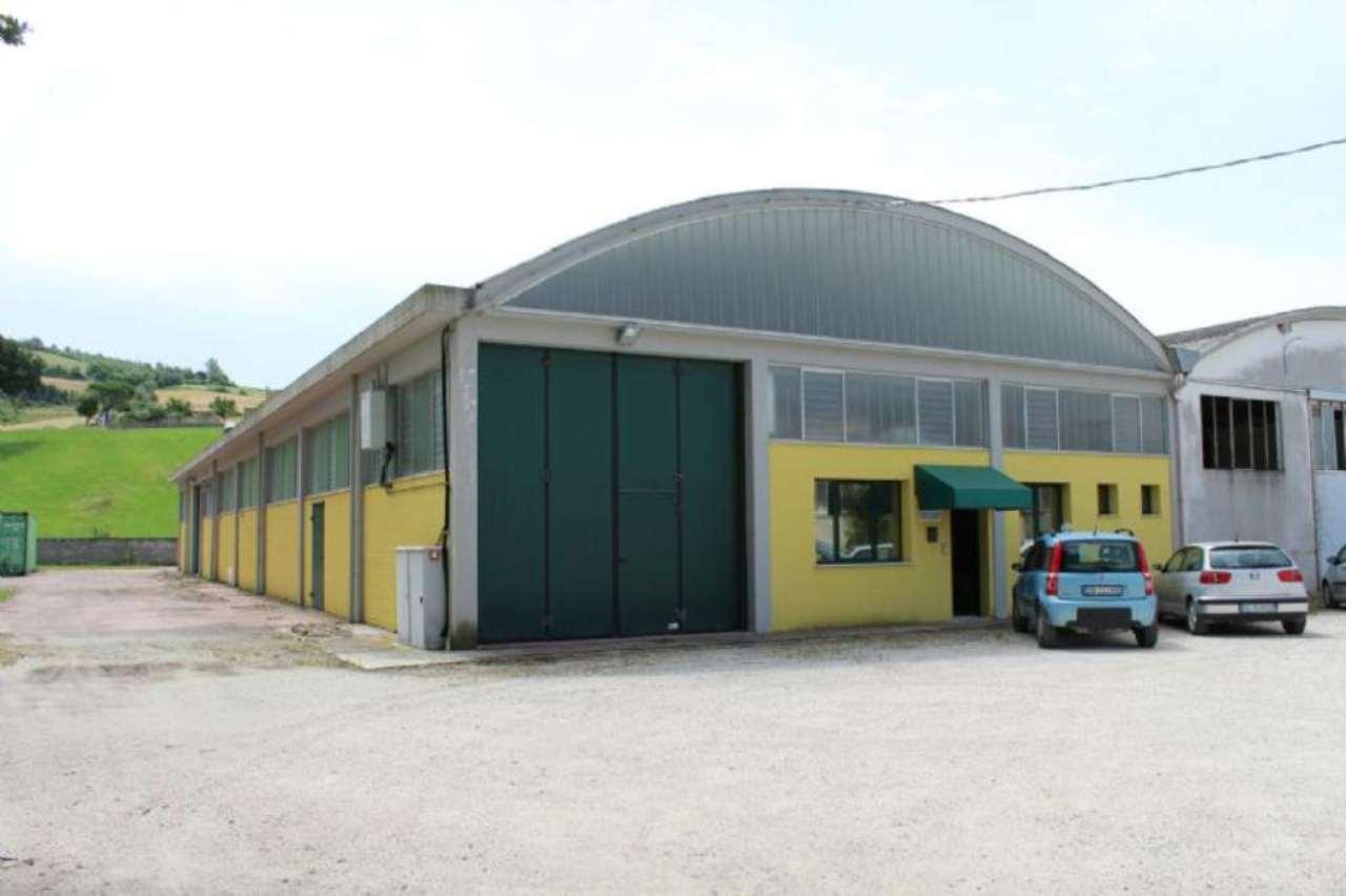 Capannone in vendita a Montecalvo in Foglia, 2 locali, prezzo € 150.000 | CambioCasa.it