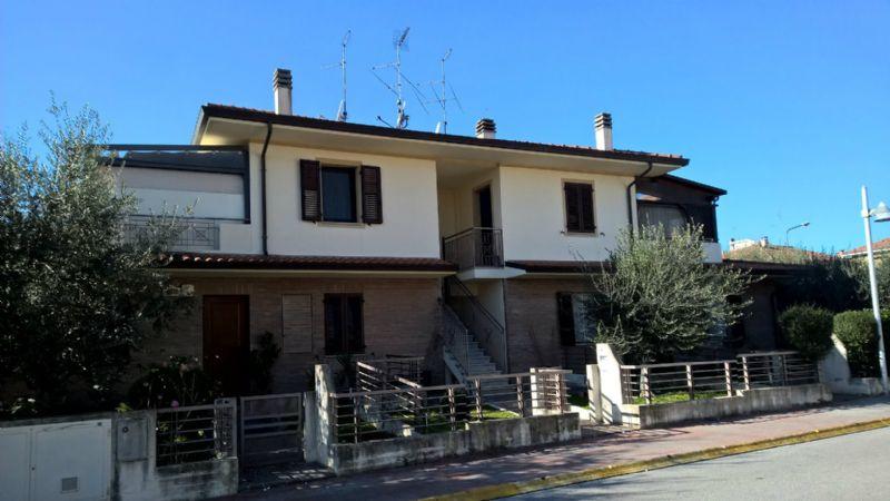 Appartamento in vendita a Vallefoglia, 4 locali, prezzo € 259.000 | Cambio Casa.it
