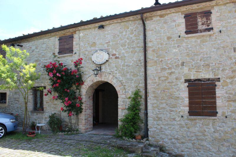 Rustico / Casale in vendita a Auditore, 8 locali, Trattative riservate | Cambio Casa.it