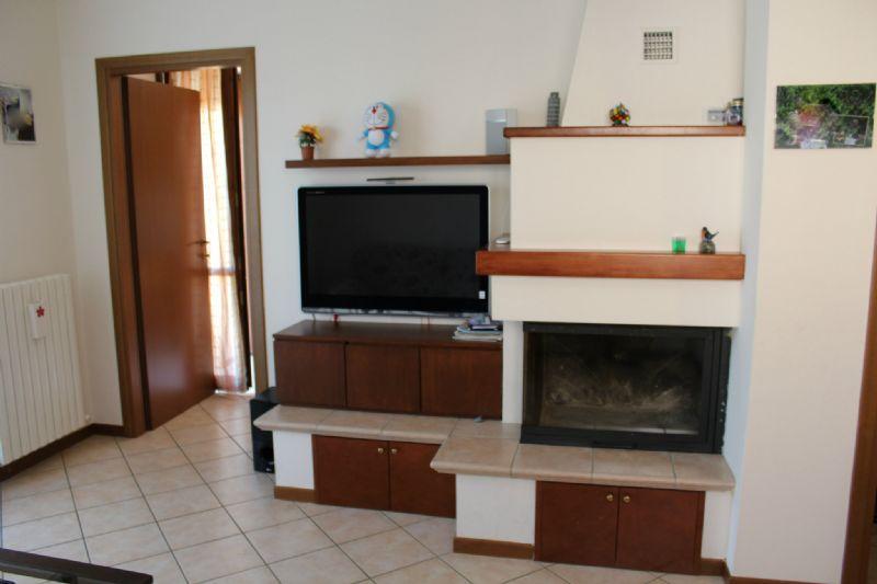 Appartamento in vendita a Montelabbate, 6 locali, prezzo € 158.000 | Cambio Casa.it