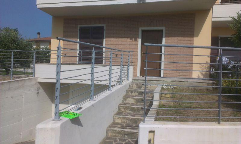 Appartamento in vendita a Montecalvo in Foglia, 4 locali, prezzo € 170.000 | Cambio Casa.it
