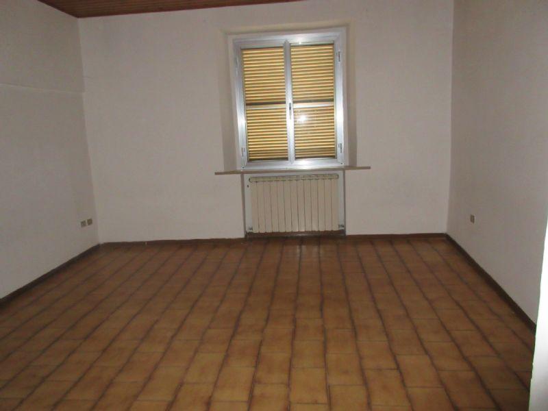 Appartamento in vendita a Petriano, 3 locali, prezzo € 70.000 | Cambio Casa.it