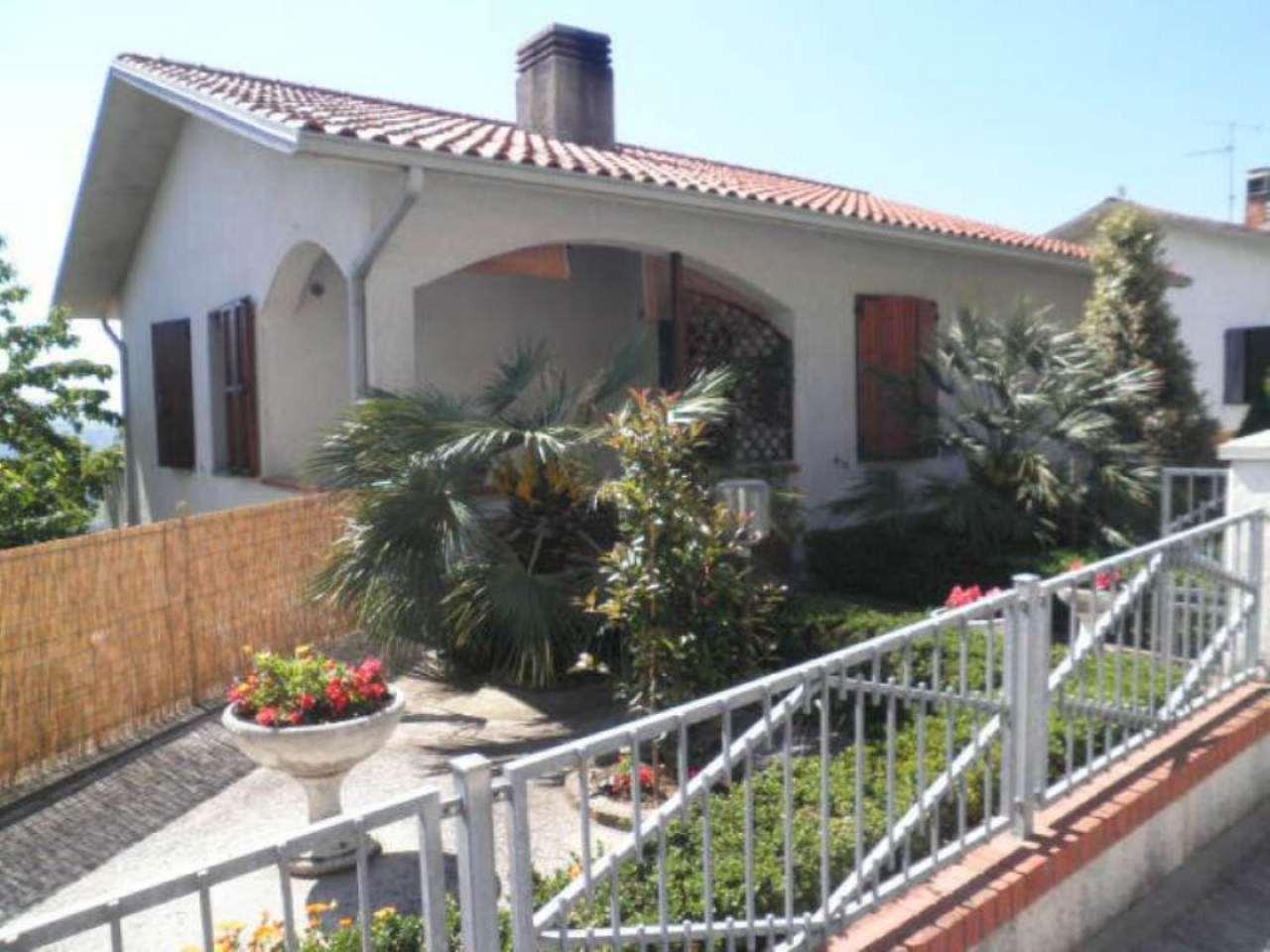 Soluzione Indipendente in vendita a Vallefoglia, 8 locali, prezzo € 290.000 | Cambio Casa.it