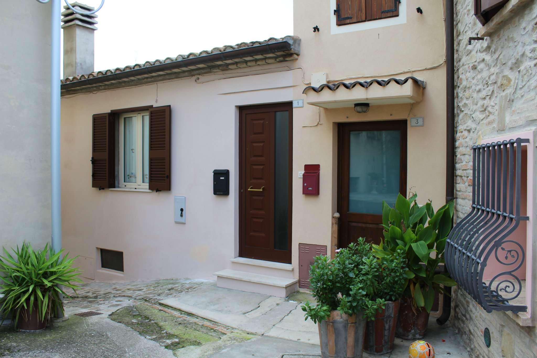 Appartamento in vendita a Vallefoglia, 5 locali, prezzo € 95.000 | Cambio Casa.it