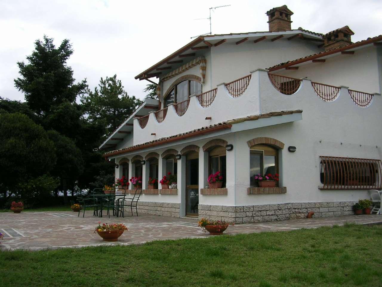 Villa in vendita a Tavullia, 6 locali, prezzo € 800.000 | Cambio Casa.it