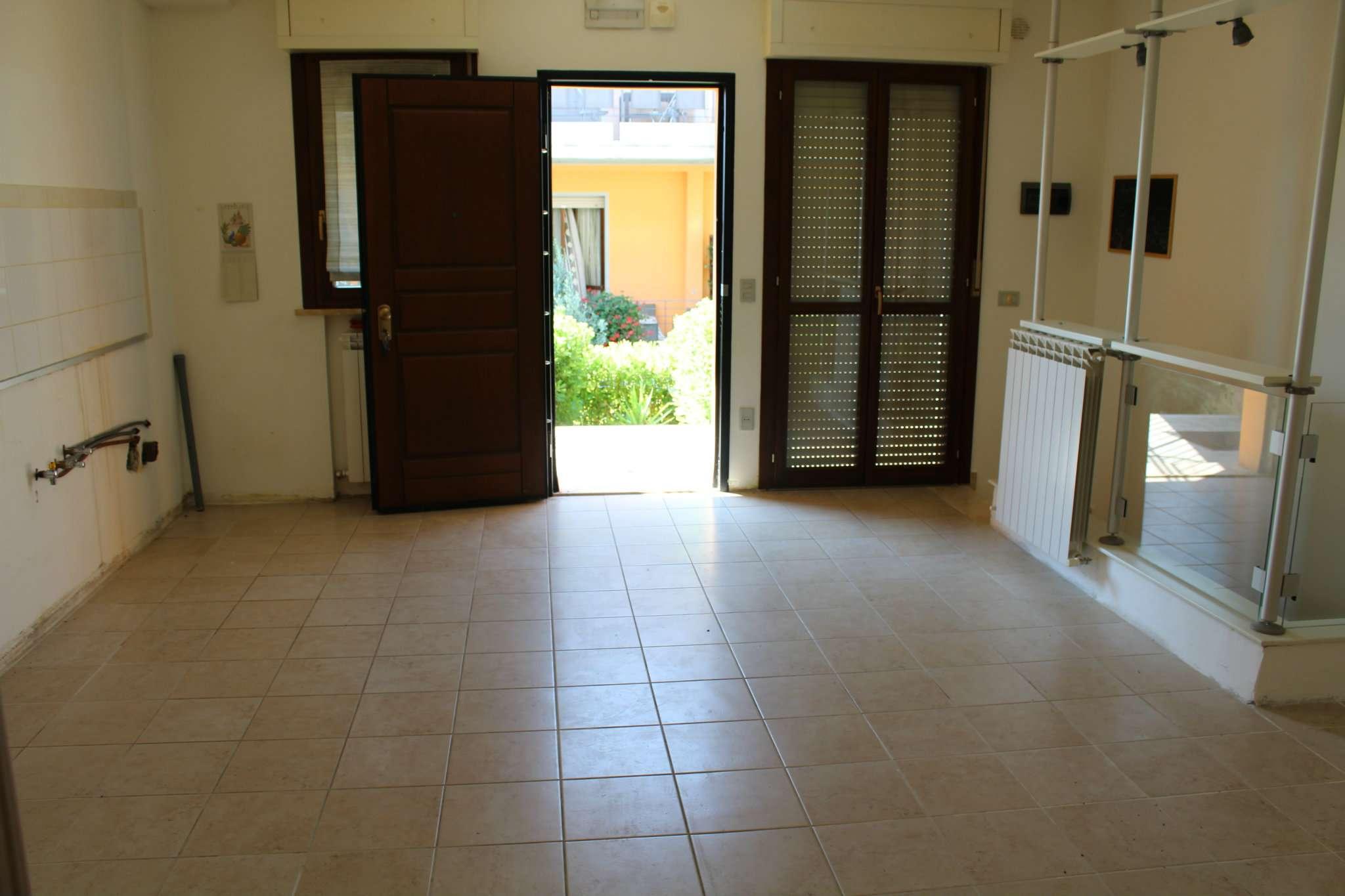Appartamento in vendita a Tavullia, 6 locali, prezzo € 119.000 | CambioCasa.it