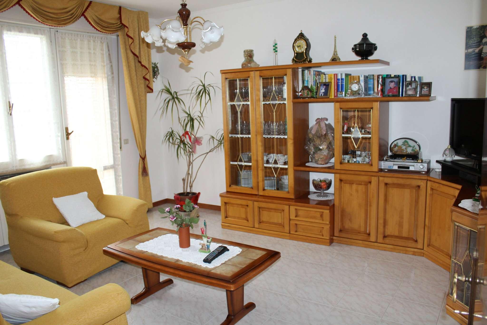 Appartamento in vendita a Tavullia, 8 locali, prezzo € 190.000   CambioCasa.it