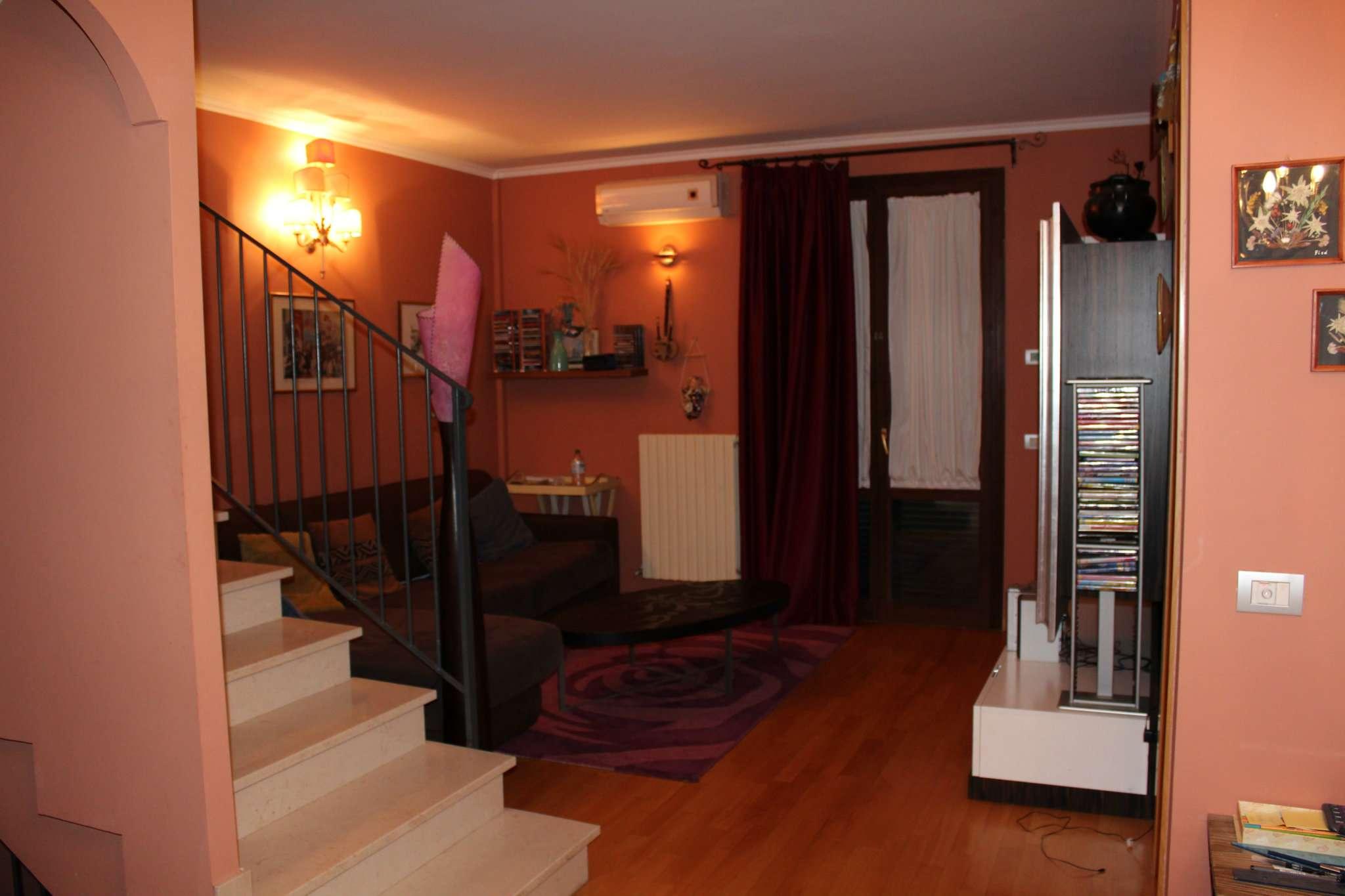 Appartamento in vendita a Tavullia, 7 locali, prezzo € 180.000 | Cambio Casa.it