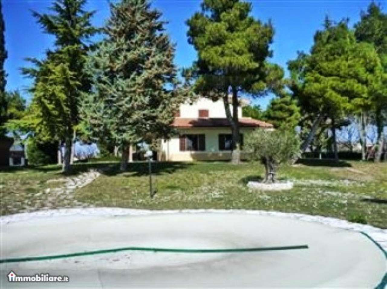 Villa in vendita a Pesaro, 9 locali, prezzo € 700.000   CambioCasa.it