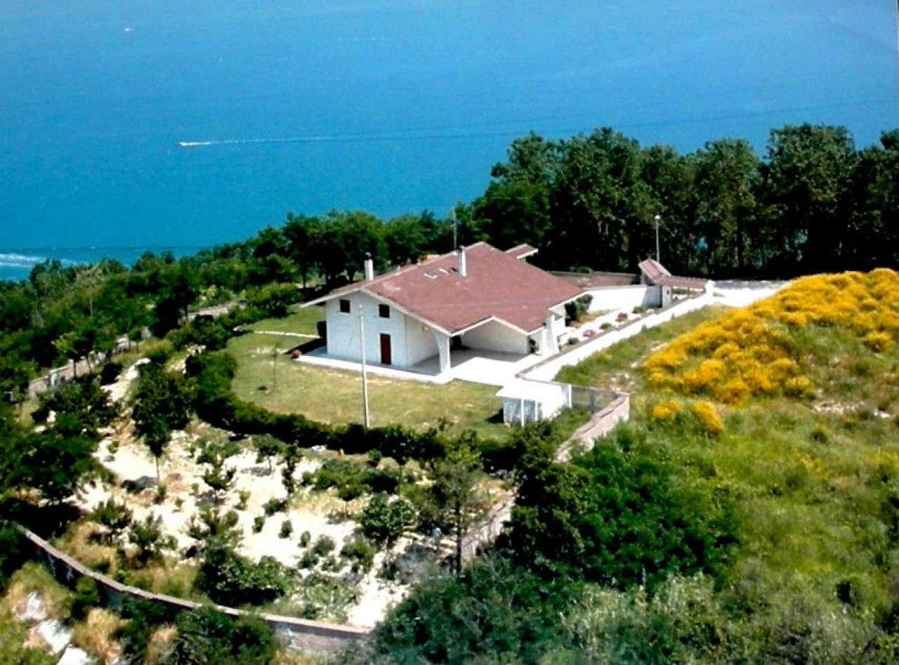 Villa in vendita a Gabicce Mare, 8 locali, prezzo € 850.000 | CambioCasa.it