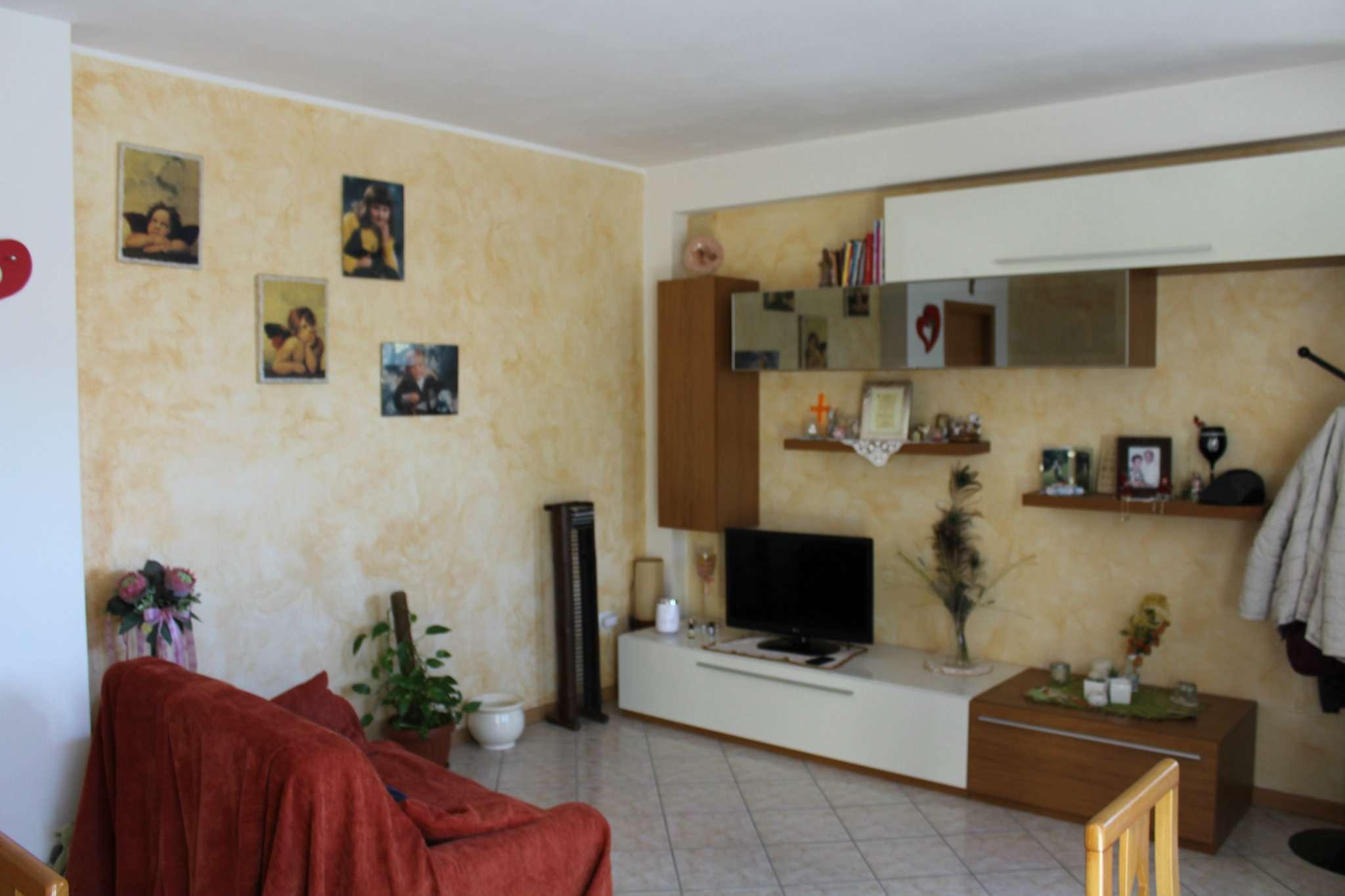 Appartamento in vendita a Montelabbate, 7 locali, prezzo € 180.000 | CambioCasa.it