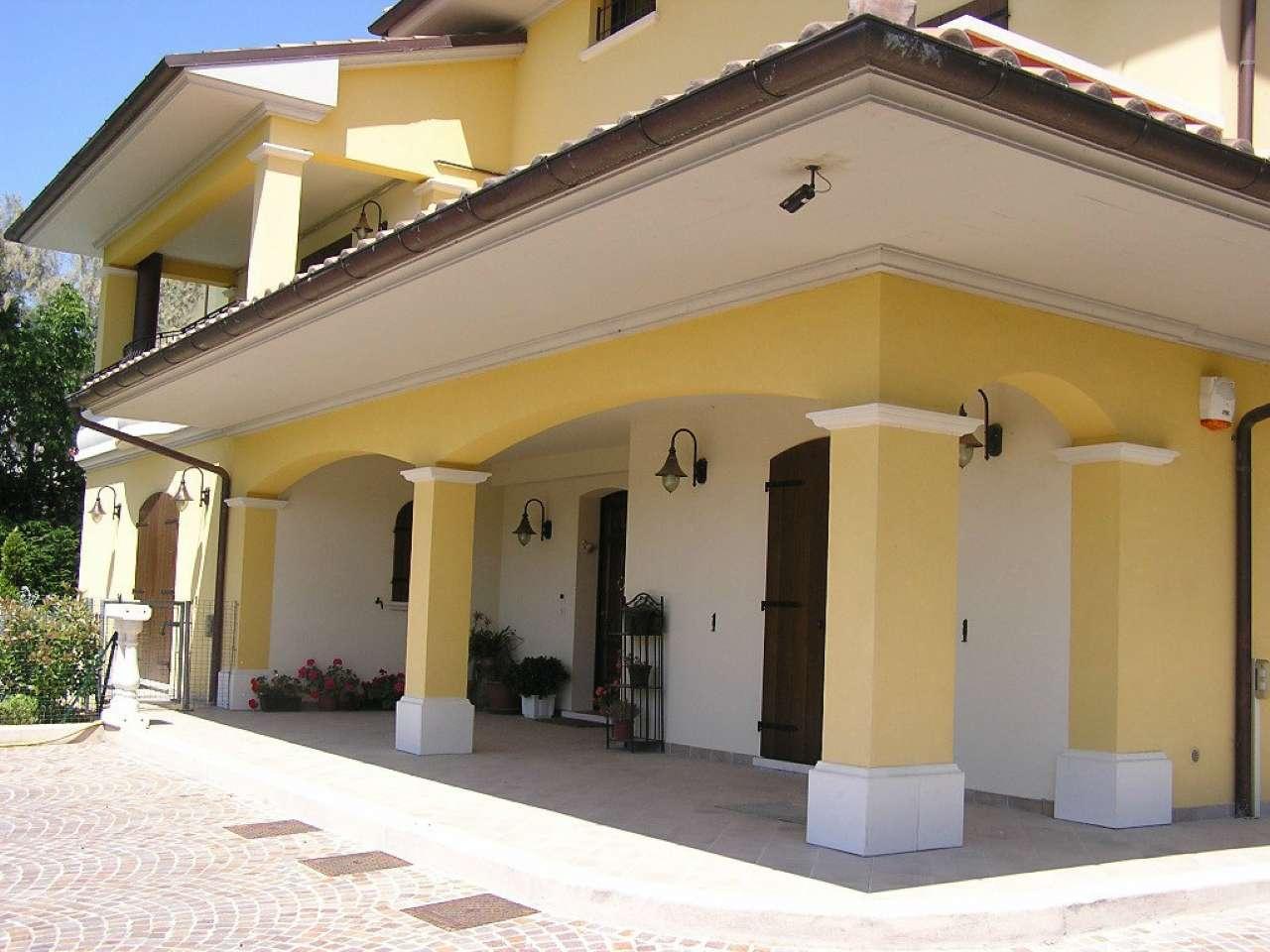 Villa in vendita a Tavullia, 12 locali, prezzo € 750.000 | Cambio Casa.it