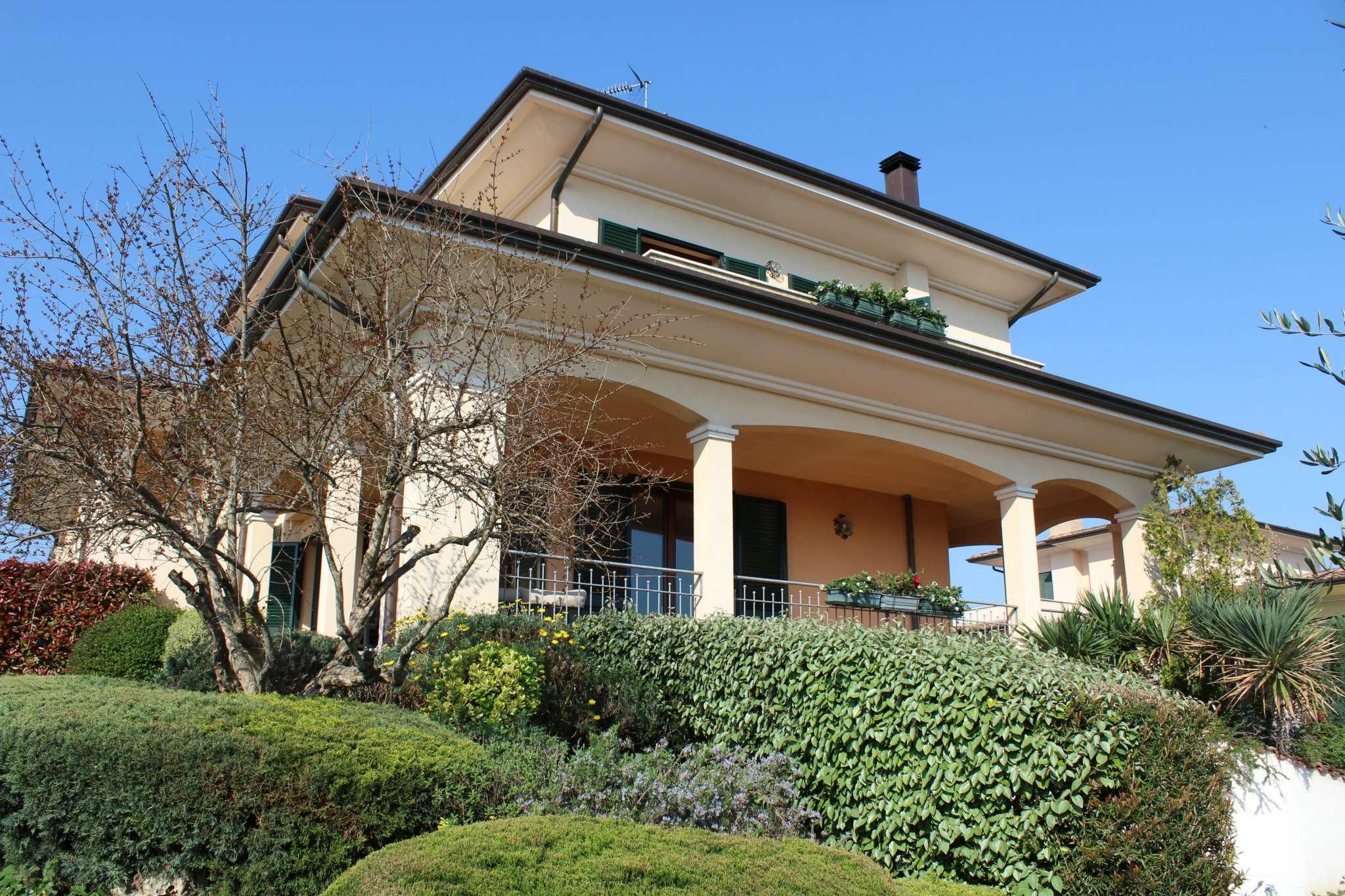 Villa in vendita a Tavullia, 9 locali, prezzo € 350.000   CambioCasa.it