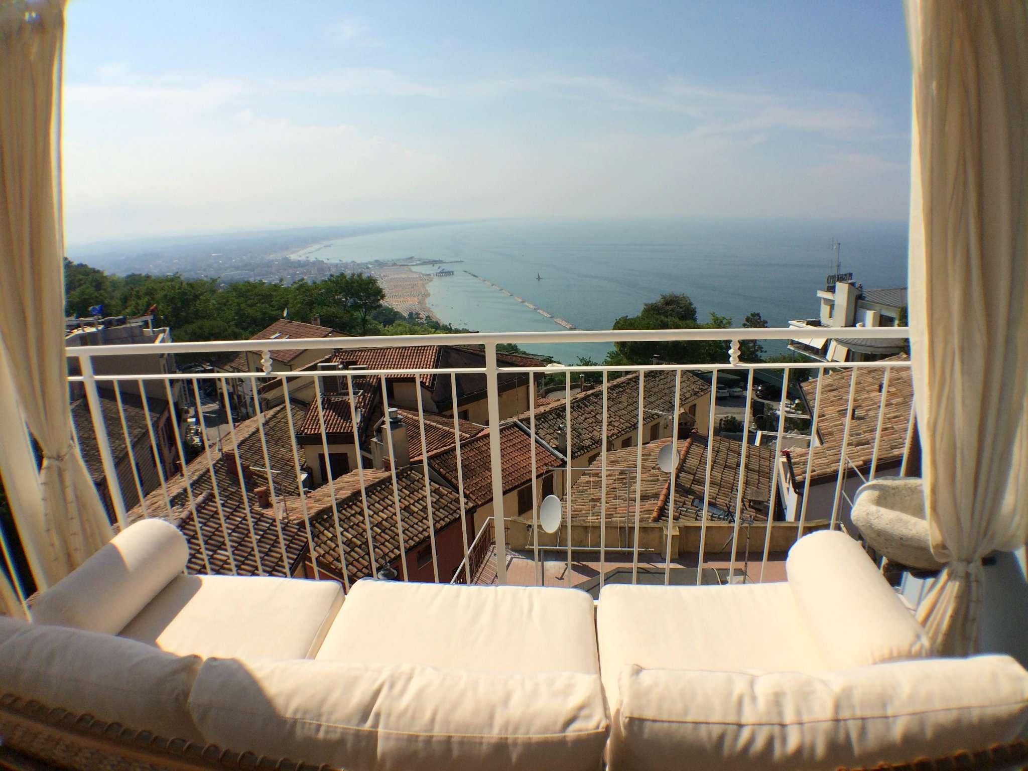 Palazzo / Stabile in vendita a Gabicce Mare, 6 locali, prezzo € 800.000 | CambioCasa.it