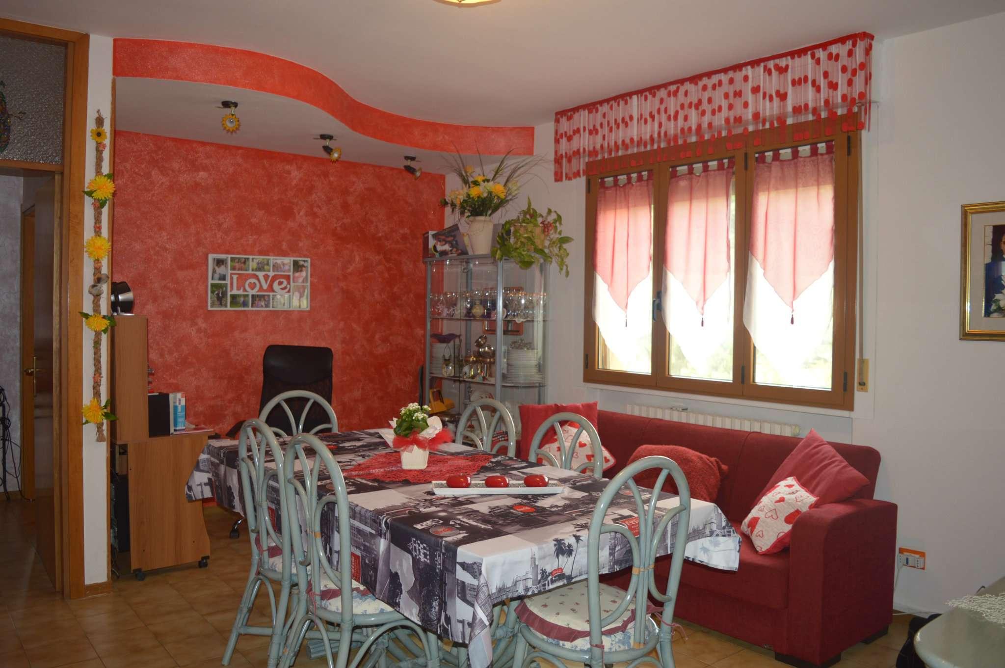 Appartamento in vendita a Tavullia, 4 locali, prezzo € 105.000   CambioCasa.it