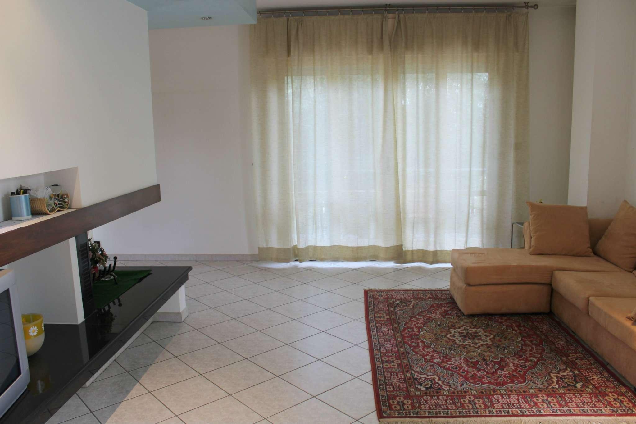 Appartamento in vendita a Tavullia, 9 locali, prezzo € 160.000 | CambioCasa.it