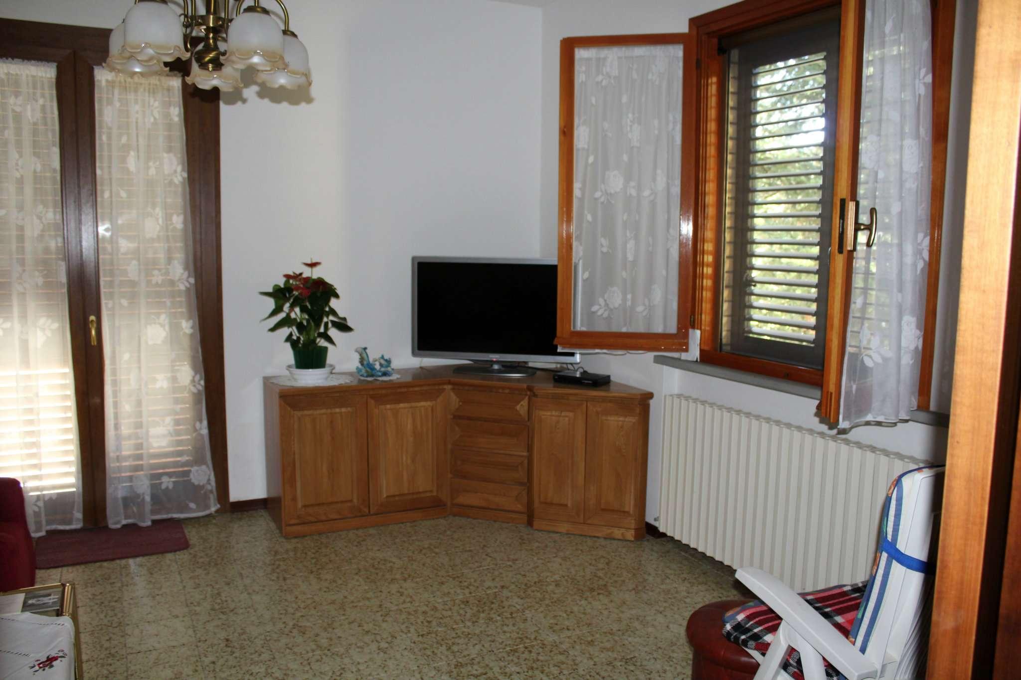 Soluzione Indipendente in vendita a Pesaro, 11 locali, prezzo € 350.000   CambioCasa.it
