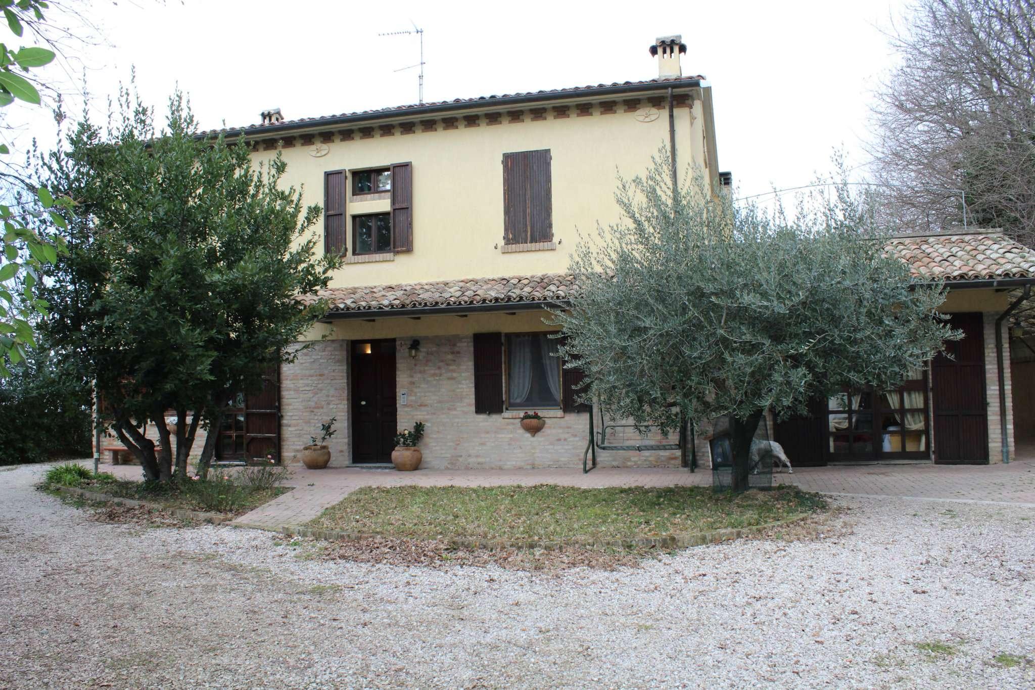 Soluzione Indipendente in vendita a Pesaro, 15 locali, prezzo € 430.000   CambioCasa.it