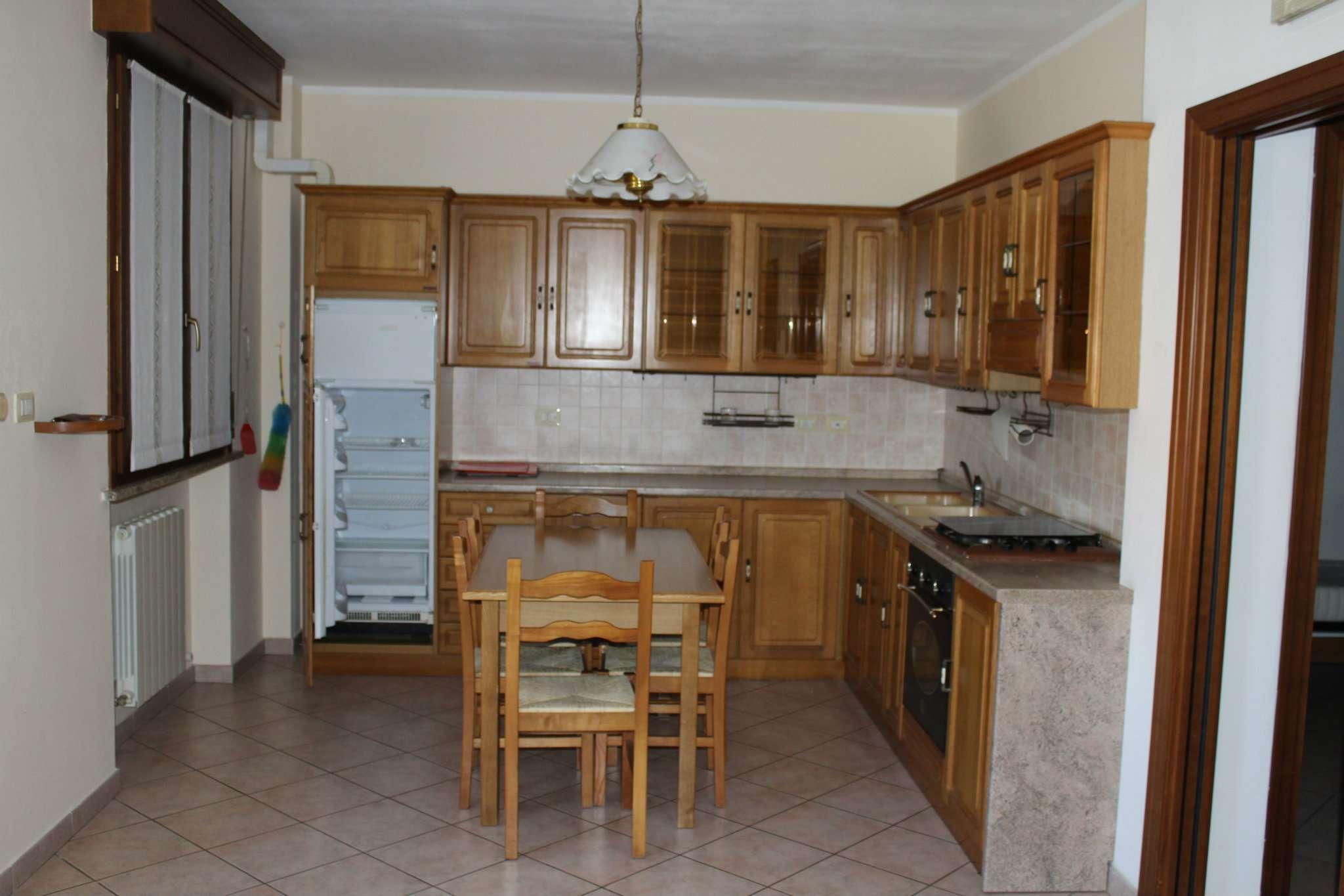 Appartamento in vendita a Tavullia, 3 locali, prezzo € 125.000   CambioCasa.it