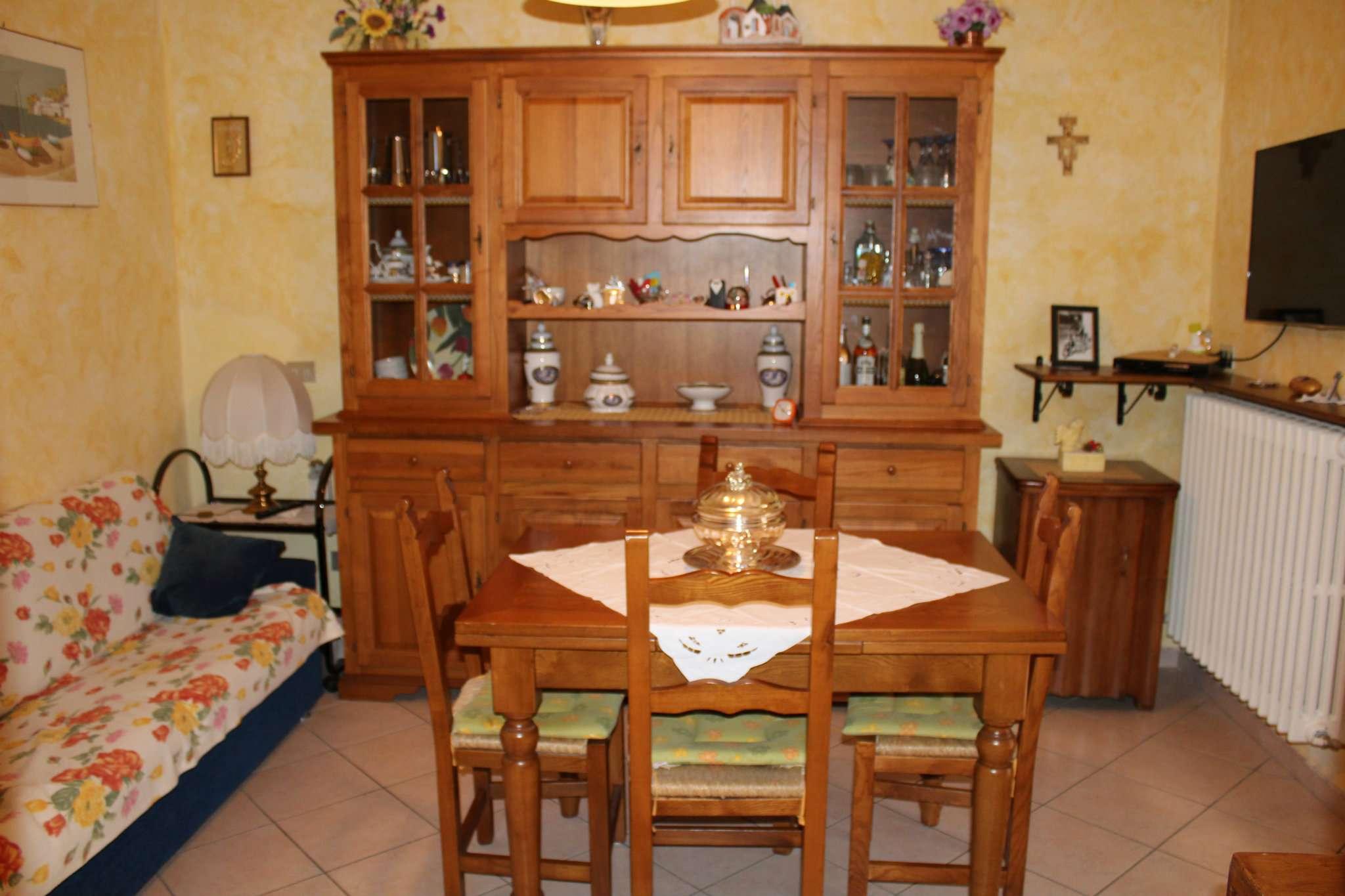 Appartamento in vendita a Tavullia, 6 locali, prezzo € 150.000   CambioCasa.it
