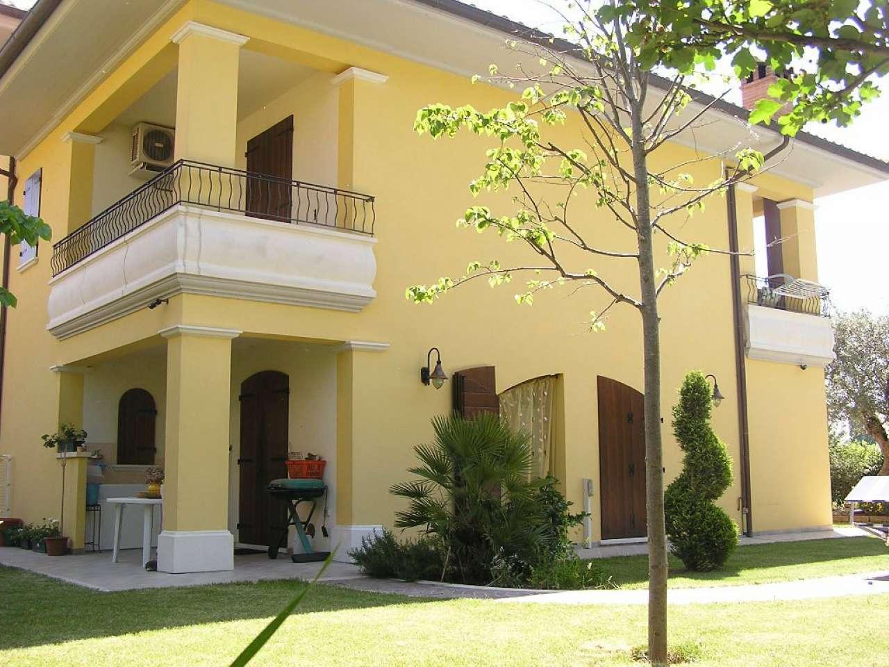 Villa in vendita a Tavullia, 12 locali, prezzo € 650.000   CambioCasa.it