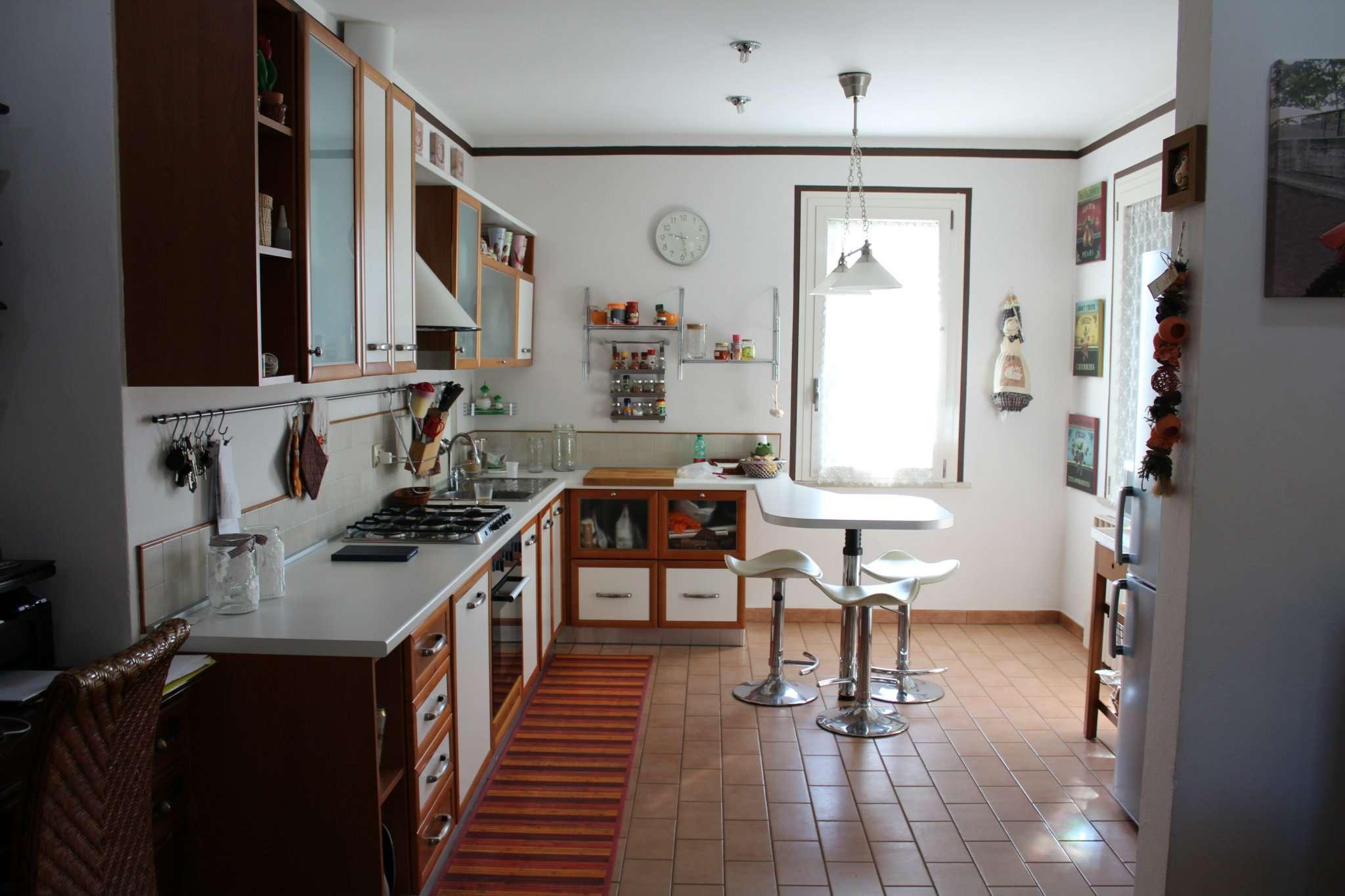 Soluzione Indipendente in vendita a Tavullia, 9 locali, prezzo € 240.000 | CambioCasa.it