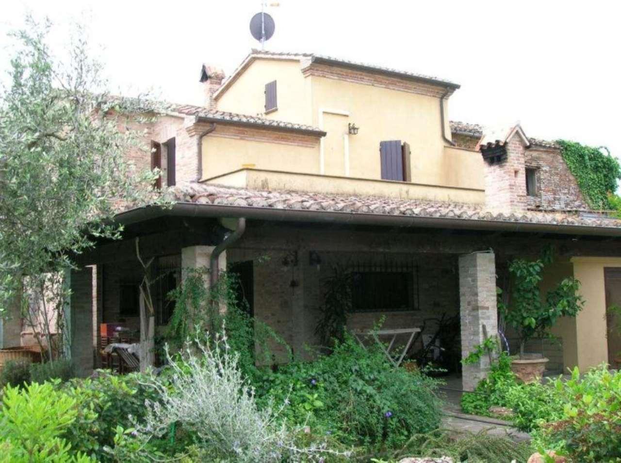Villa a Schiera in vendita a Saludecio, 7 locali, prezzo € 690.000 | Cambio Casa.it