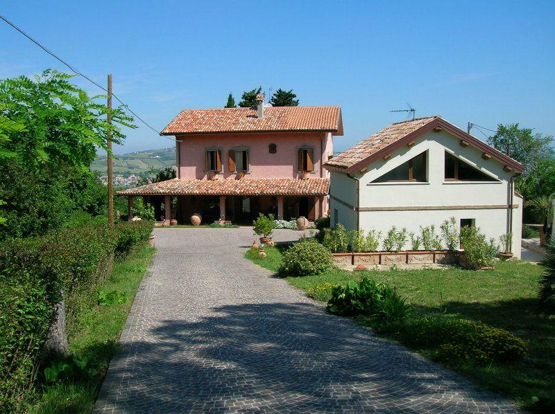 Soluzione Indipendente in vendita a Montelabbate, 9 locali, prezzo € 750.000 | Cambio Casa.it