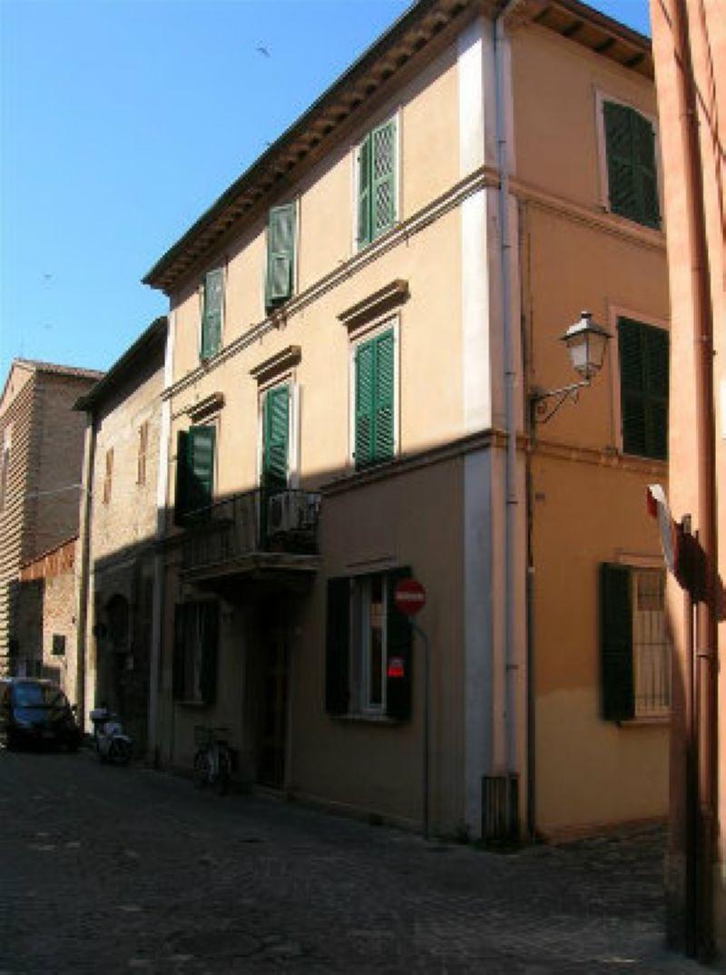 Appartamento in vendita a Fano, 7 locali, prezzo € 260.000 | CambioCasa.it