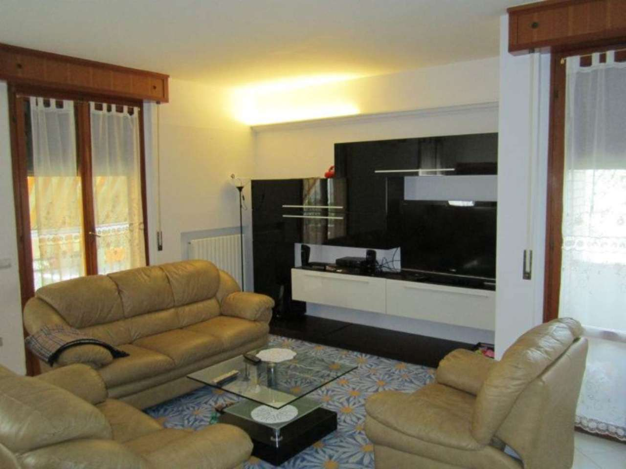 Appartamento in vendita a Montelabbate, 11 locali, prezzo € 240.000 | CambioCasa.it