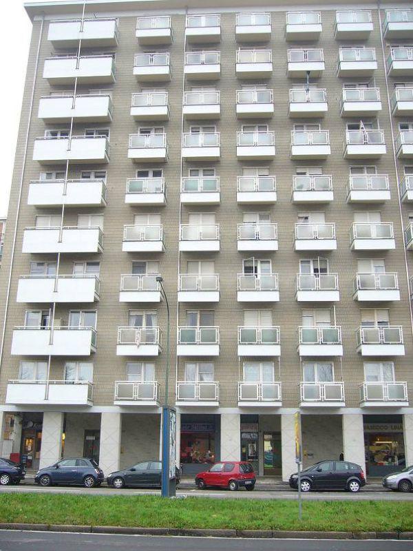 Bilocale Torino Via Guido Reni 1