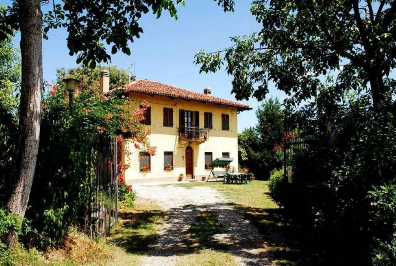 Rustico / Casale in vendita a Pino Torinese, 10 locali, prezzo € 490.000 | Cambio Casa.it