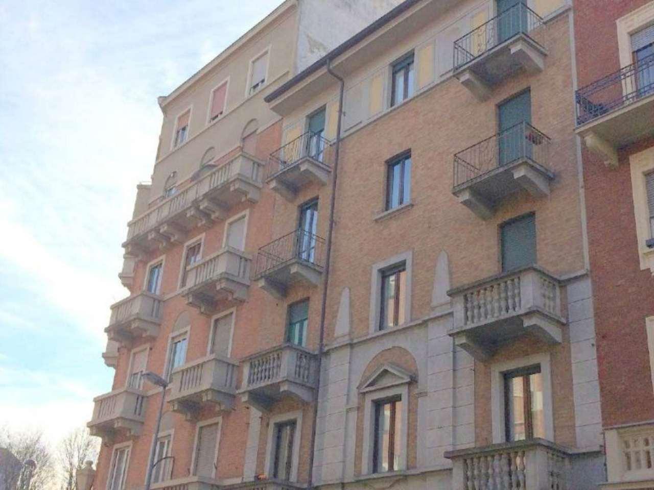 Bilocale Torino Via Lauro Rossi 1