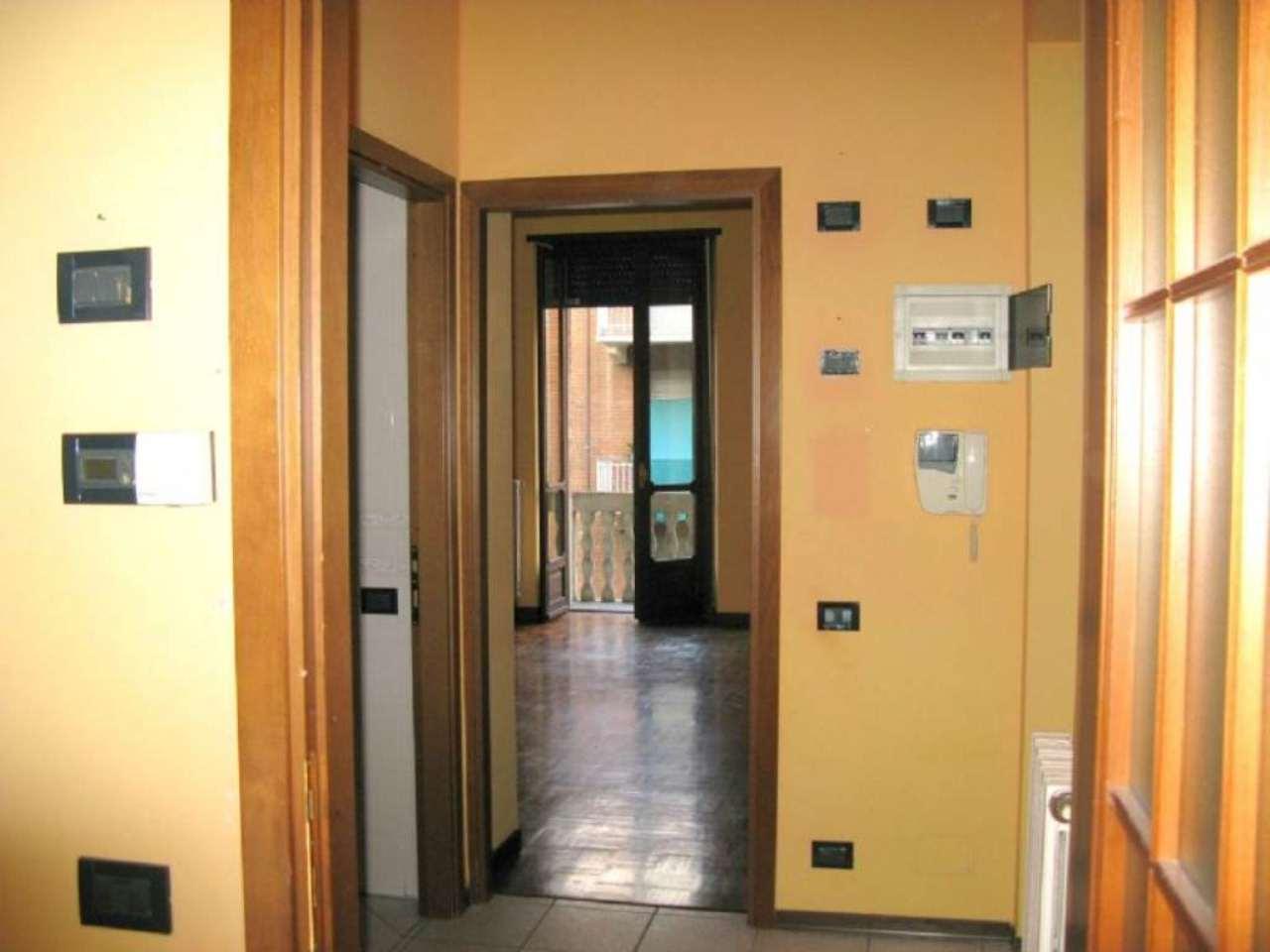 Bilocale Torino Via Lauro Rossi 4