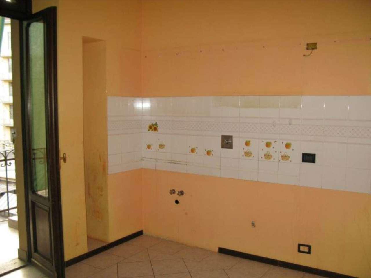 Bilocale Torino Via Lauro Rossi 6