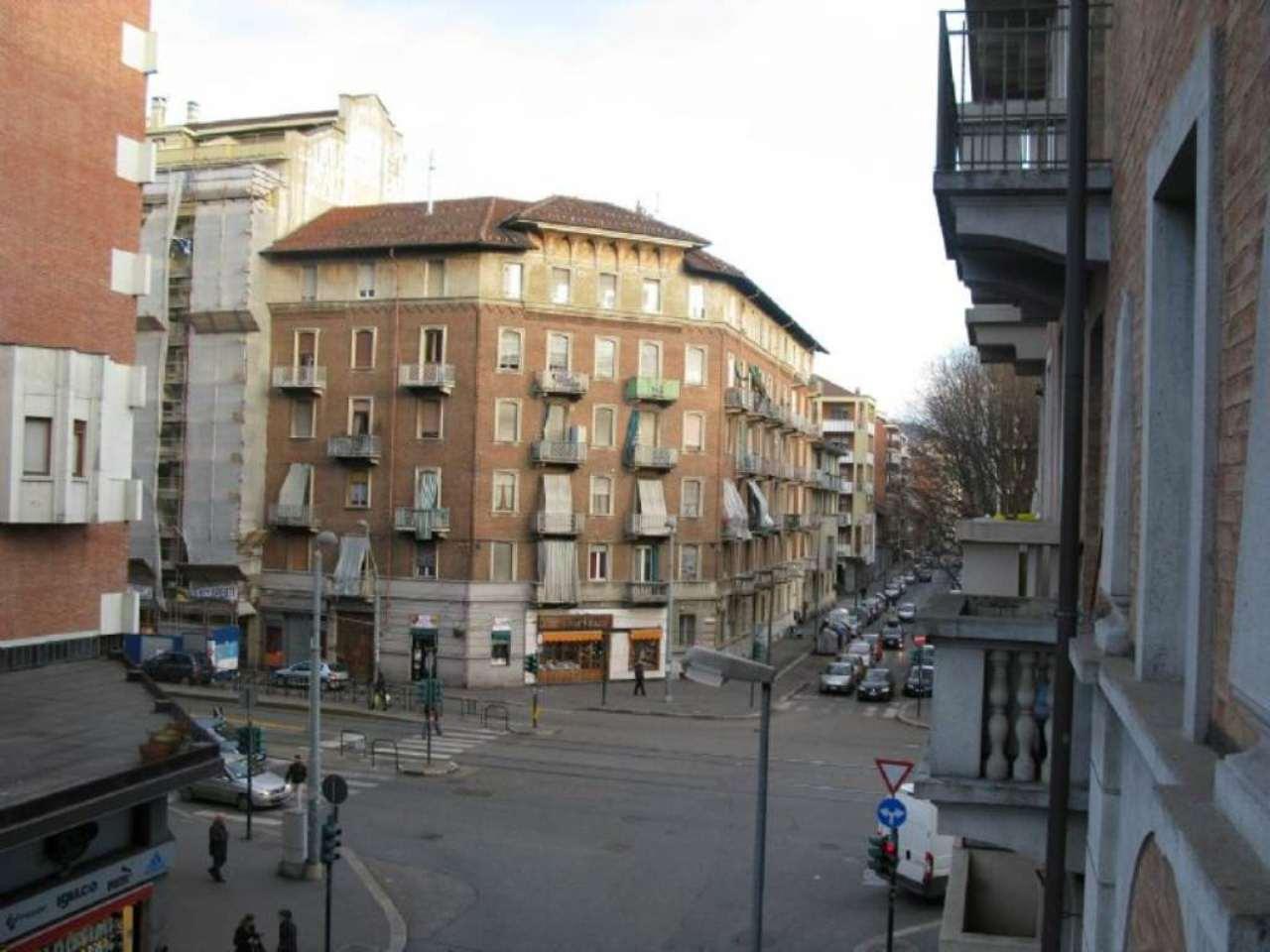 Bilocale Torino Via Lauro Rossi 10