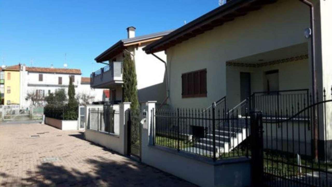 Villa in vendita a Bollate, 4 locali, prezzo € 600.000 | Cambio Casa.it
