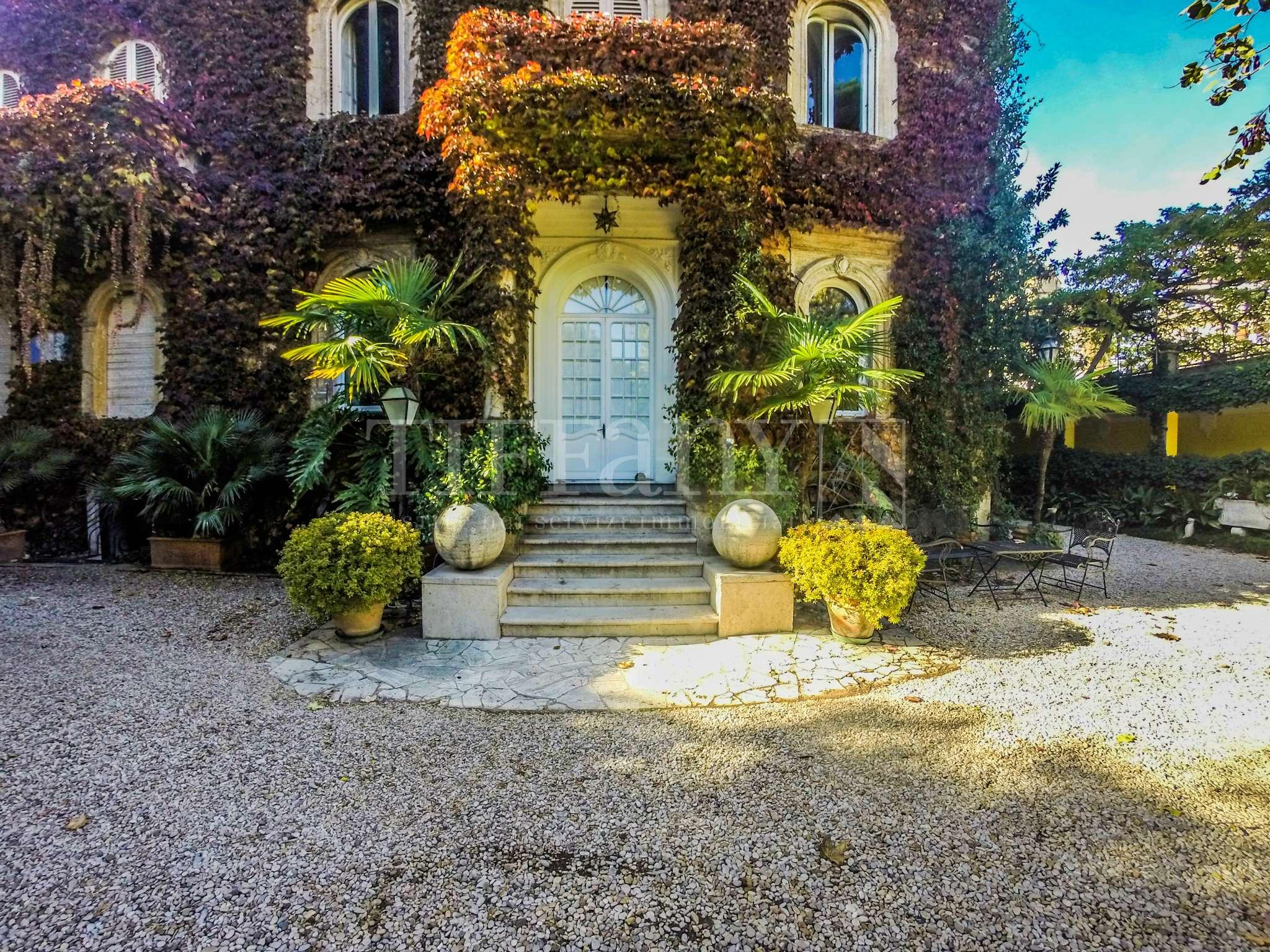 Villa casa in vendita a roma rm centro storico ville for Case in vendita roma centro