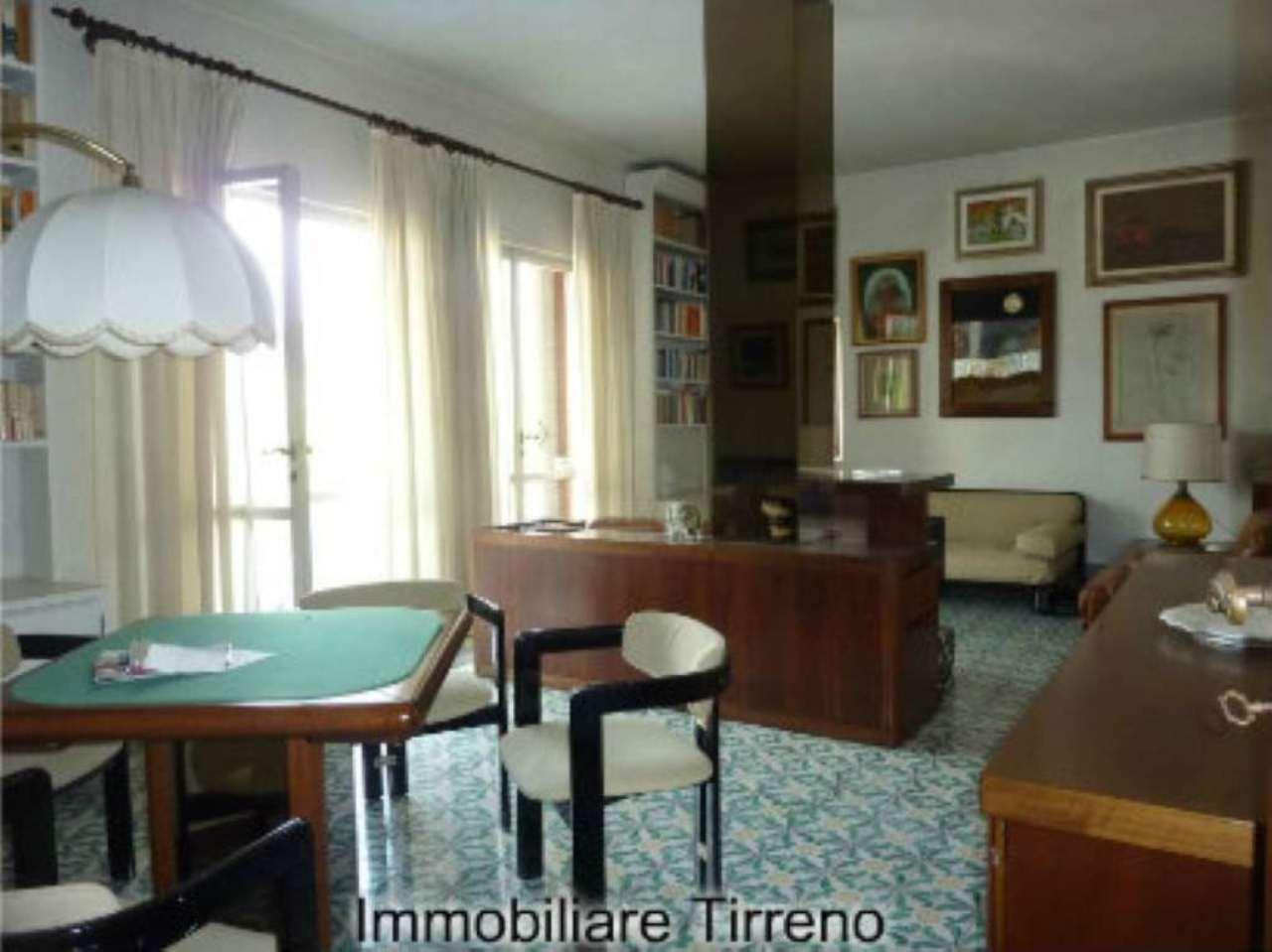 Attico / Mansarda in vendita a Forte dei Marmi, 8 locali, prezzo € 1.050.000 | Cambio Casa.it