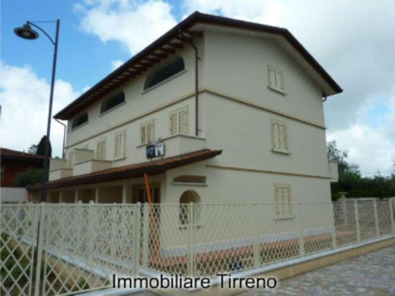 Villa in vendita a Seravezza, 5 locali, prezzo € 450.000 | Cambio Casa.it