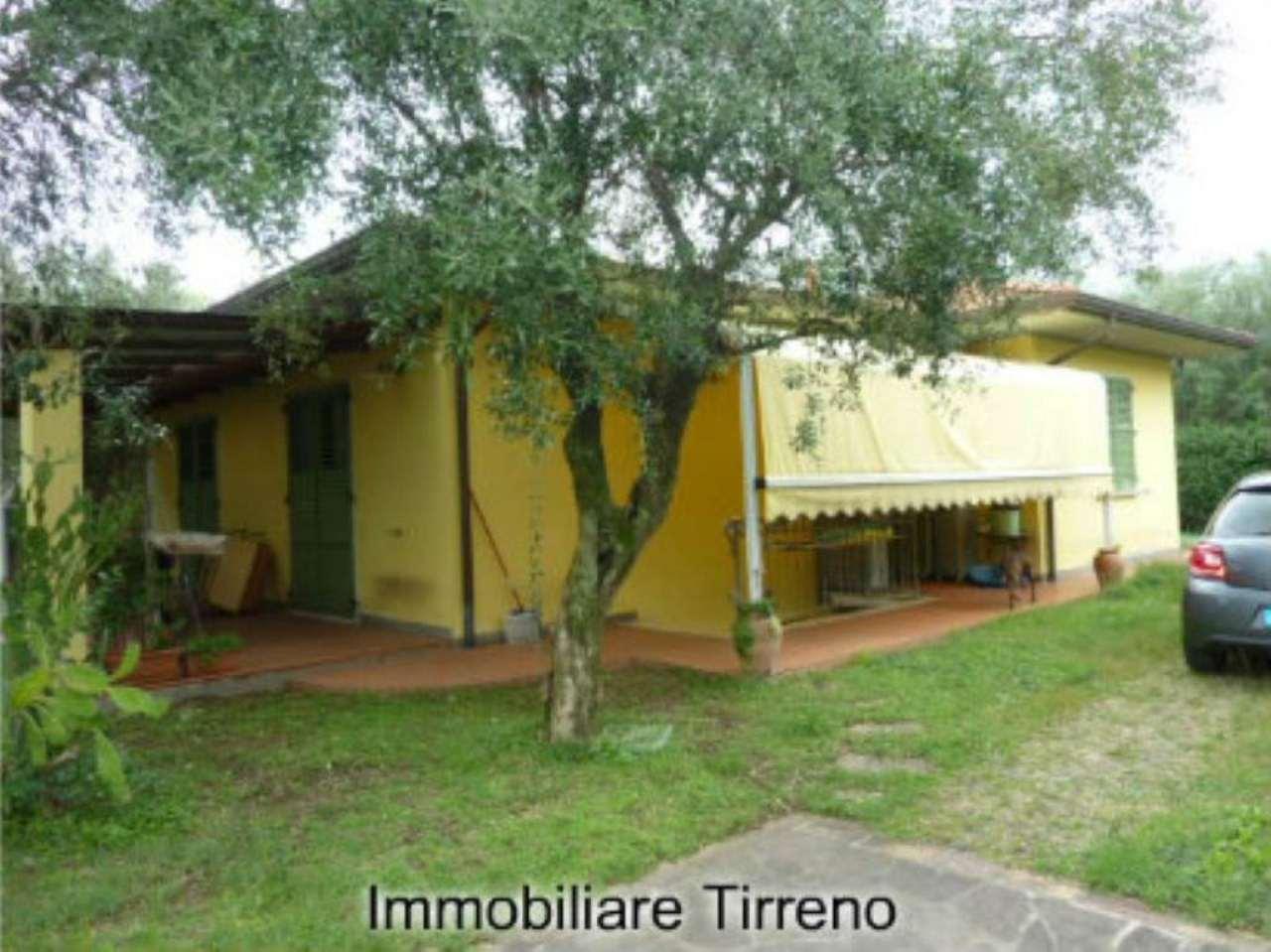 Villa in vendita a Massa, 7 locali, prezzo € 450.000 | Cambio Casa.it