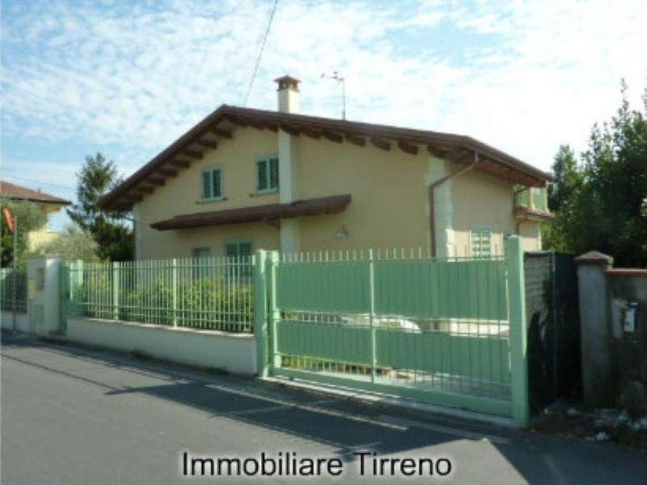 Villa in vendita a Massa, 5 locali, prezzo € 460.000 | Cambio Casa.it