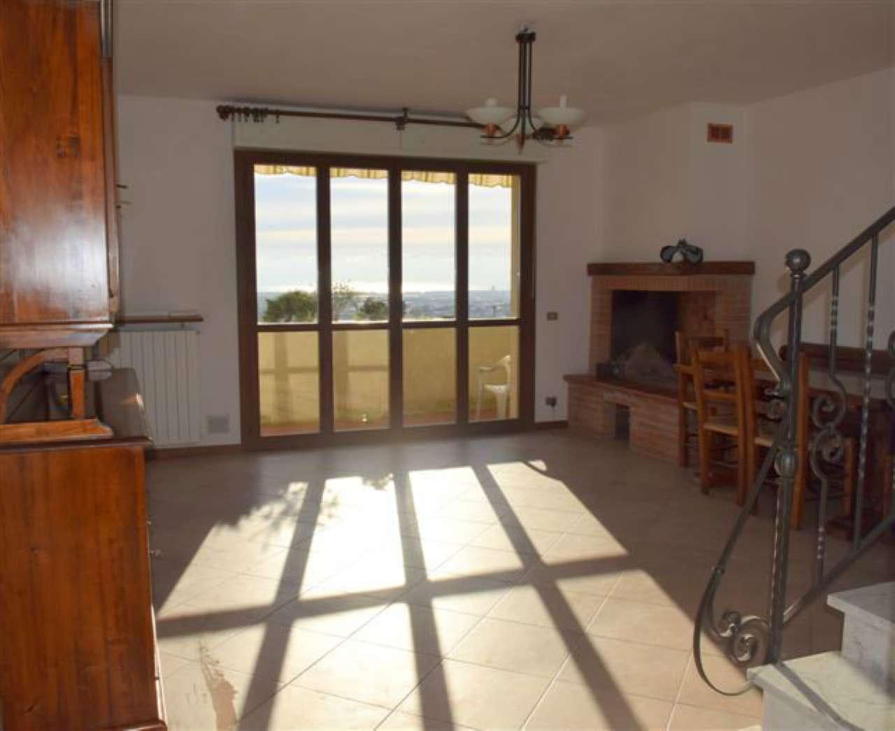 Palazzo / Stabile in vendita a Massa, 6 locali, prezzo € 230.000 | Cambio Casa.it