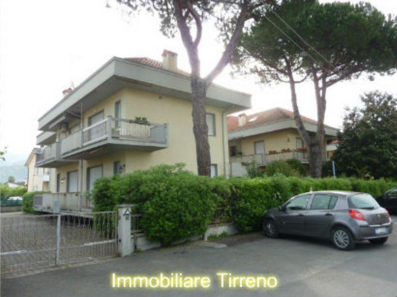 Appartamento in vendita a Massa, 5 locali, prezzo € 230.000   Cambio Casa.it