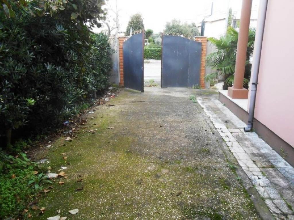 Bilocale Anzio Via Valle Schioia 11