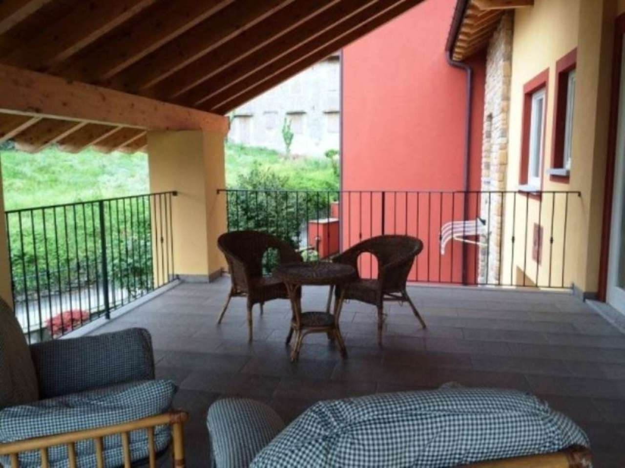 Appartamento in affitto a Angera, 2 locali, prezzo € 680 | Cambio Casa.it