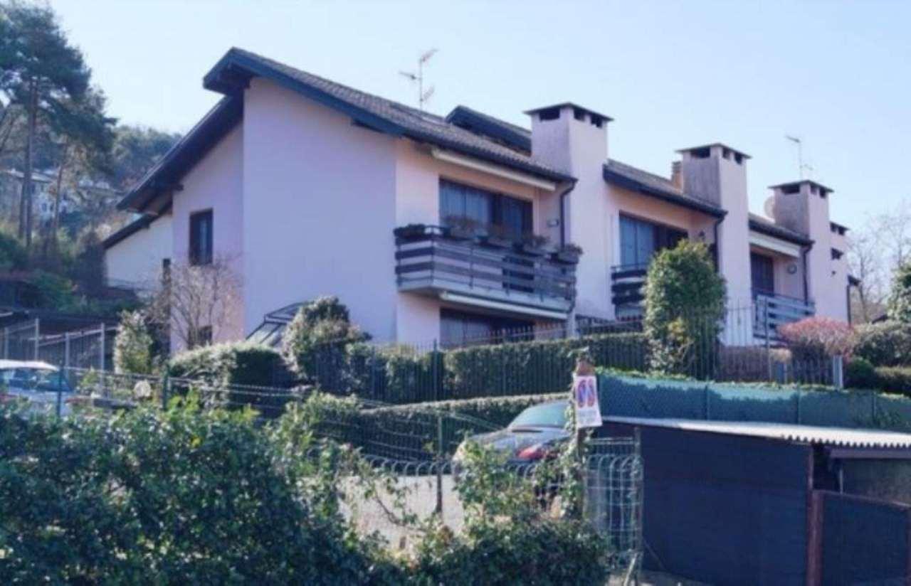 Villa in vendita a Ranco, 4 locali, prezzo € 310.000 | Cambio Casa.it
