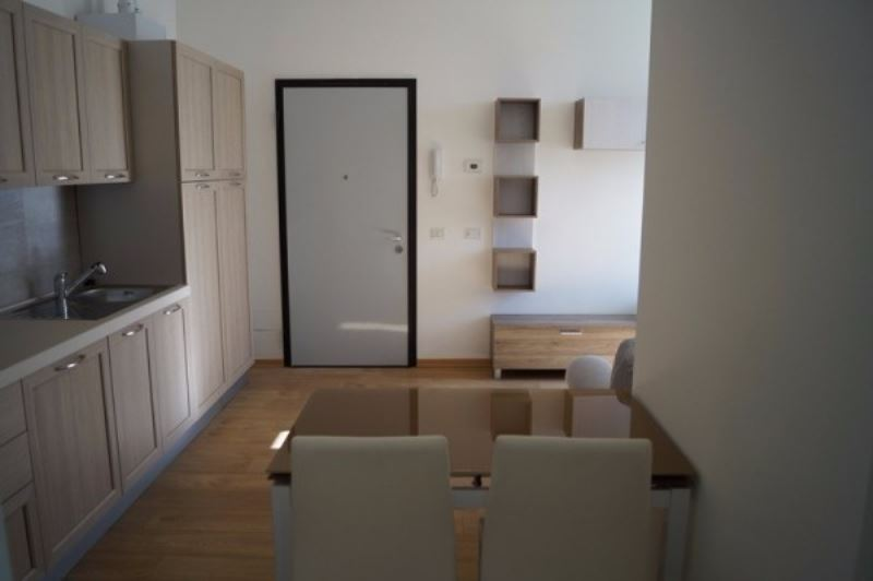 Appartamento in affitto a Sesto Calende, 2 locali, prezzo € 550 | CambioCasa.it